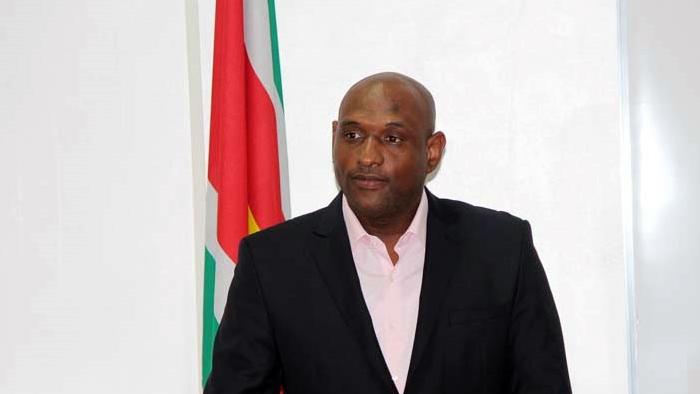 Minister Dodson vindt de kritiek op hem maar onjuist en onterecht.