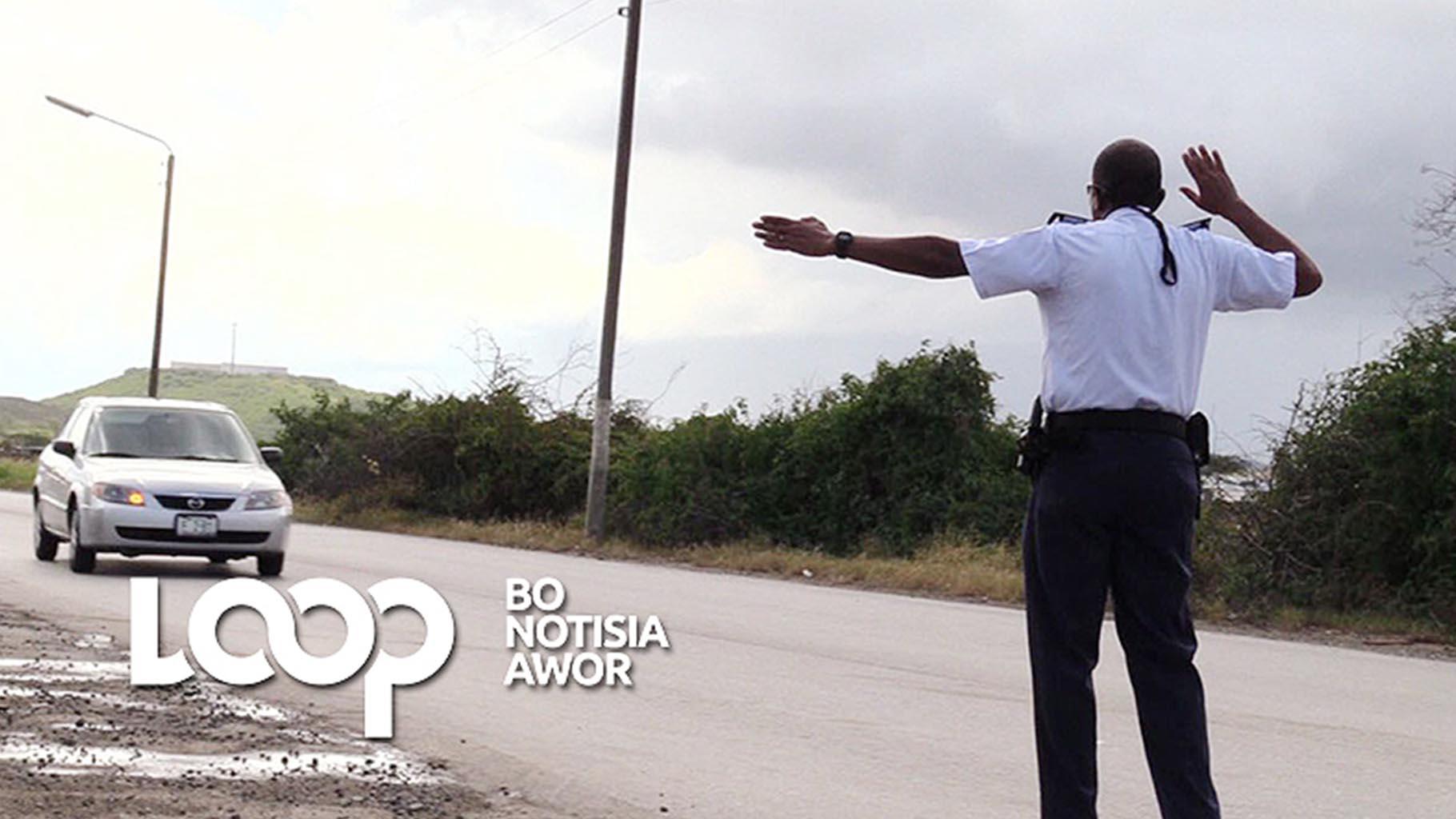Polis a para i kontrolá na tur dos sitio un total di 216 vehíkulo i parti un total di 69 prosèsverbal.