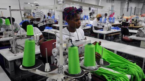 Employée de la sous-traitance en Haïti. Crédit photo: RFI