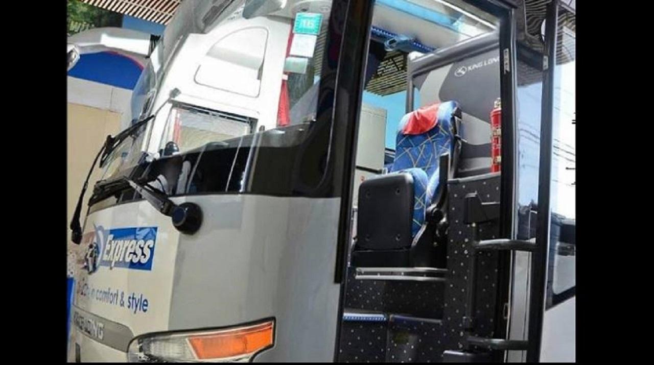 A Knutsford Express bus