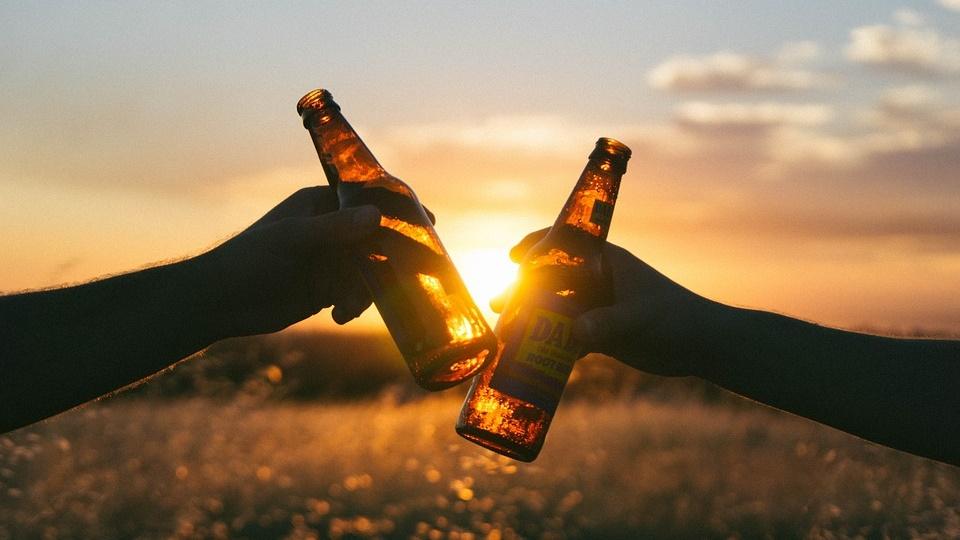 Twee biertjes werken beter dan een paracetamol tabletje
