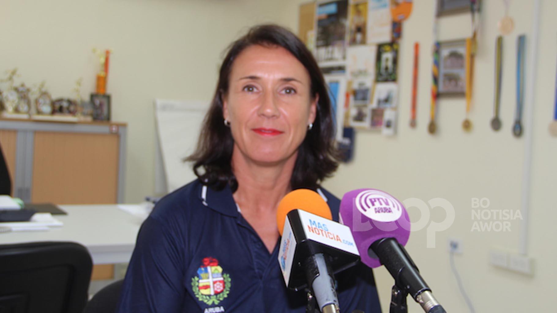 Segun Sra. Van Embden, ta spera cu algun dia scolnan na Aruba por yega na un programa pa mas movecion.