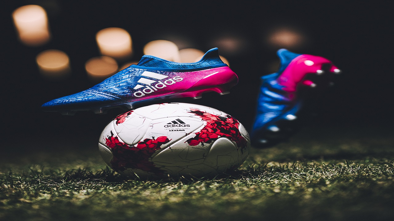 The X16 Blue Blast, worn by Welshman, with Real Madrid, Gareth Bale; German national player Thomas Müller; and Uruguay's Luis Suárez of FC Barcelona, features striking blue and pink colourway with non stop grip (NSG) technology finish.