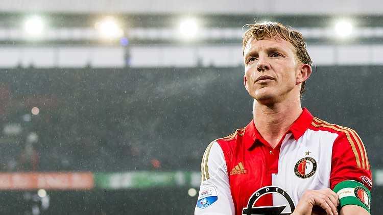 De in Katwijk geboren Kuijt begon zijn profloopbaan in het seizoen 1998/1999 bij FC Utrecht