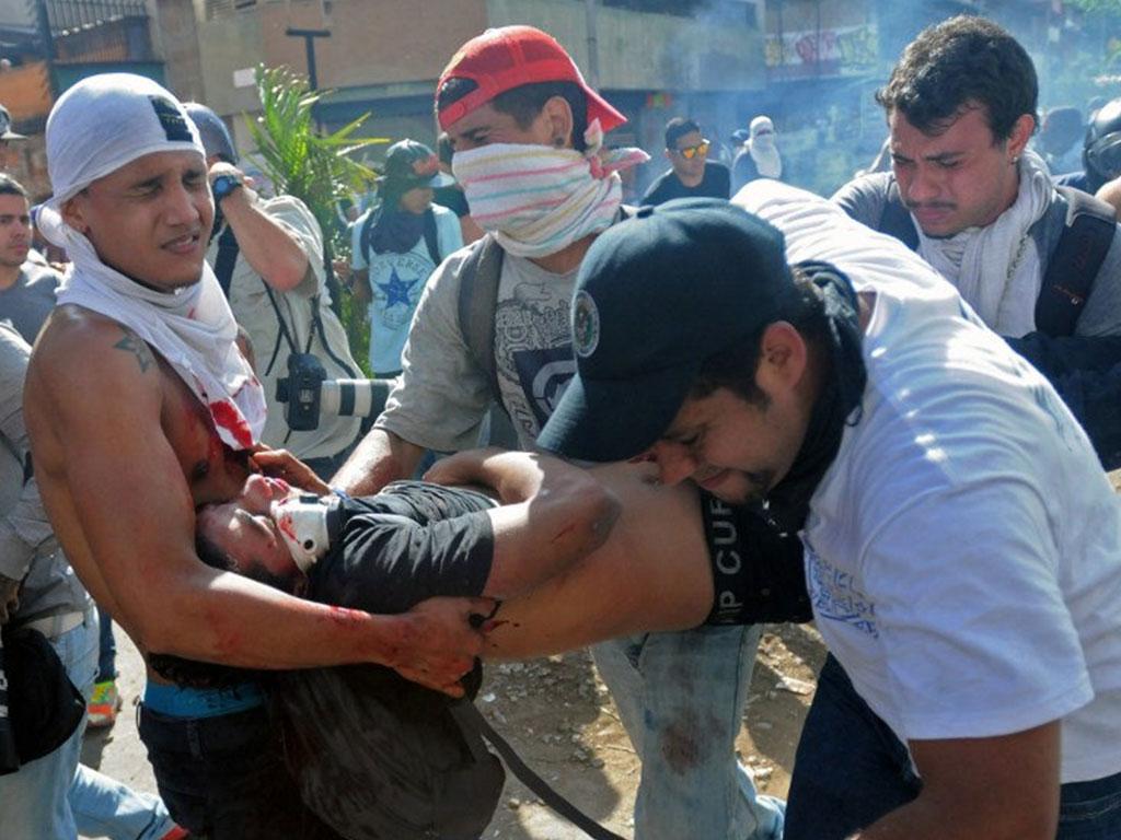 Het aantal doden, als gevolg van de demonstraties tegen de regering, is inmiddels opgelopen tot 38 en honderden raakten gewond (Foto: Diario Critico Venezuela)