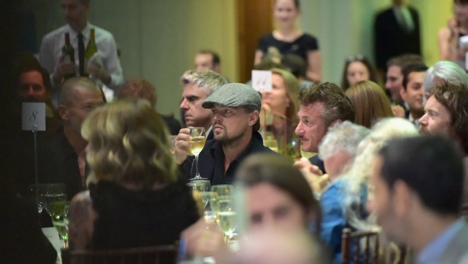 A gauche Leonardo Di Caprio, a droite Sean Penn lors du gala annuel de J/P Haitian Relief Organization   Crédit photo: http://www.hollywoodreporter.com