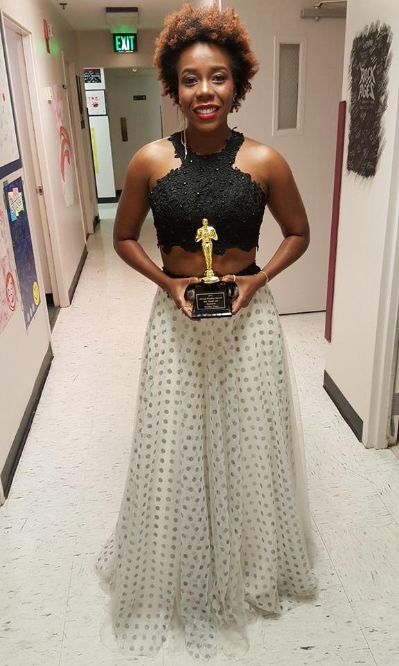 La chanteuse haïtienne Darline Desca recevant à Orlando Meilleur Artiste Féminin évoluant en solo dans l'univers musical haitien. /Photo:darlinedescafacebook