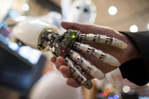 Et si le médecin de demain était un programme informatique: le marché de l'intelligence artificielle dans le secteur de la santé est en plein boom, porté par les géants de la Silicon Valley mais aussi des startups.