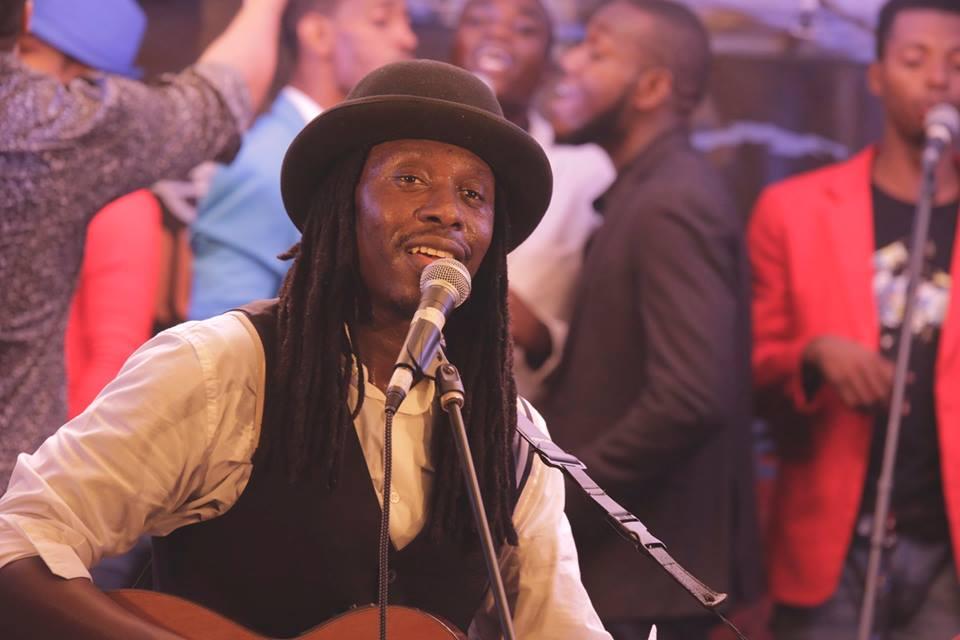 Le guitariste sénégalais était, hier samedi 17 juin, en concert à l'Institut Français en Haïti dans le cadre des Rencontres des Musiques du Monde./Photo: Eleonore Coyette