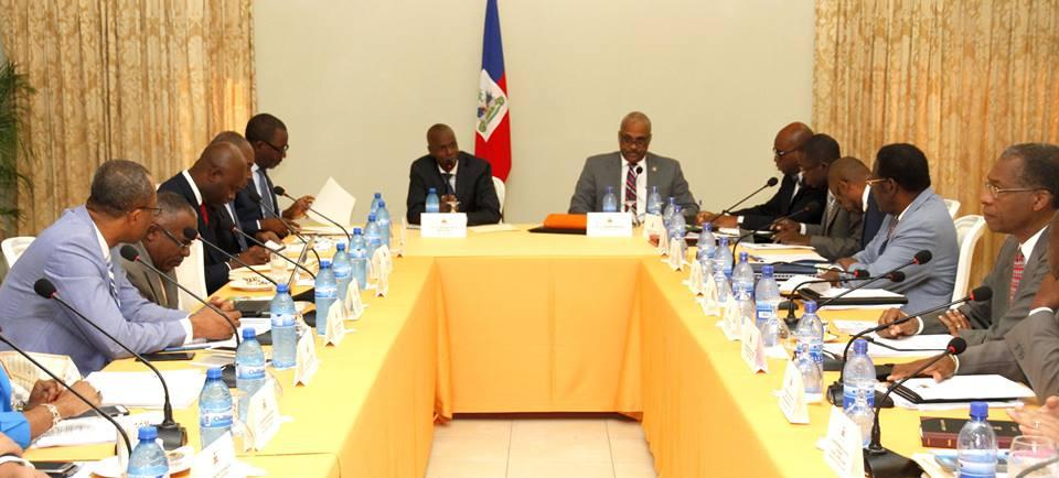 Le président Jovenel Moise, le premier ministre Jack Guy Lafontant et les ministres lors du Conseil des ministres le 1er juin dernier au palais national. Crédit Photo: Facebook Présidence d'Haiti