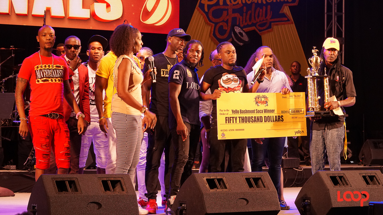Stiffy receiving his cheque and trophy as the 2017 Bashment Soca King.
