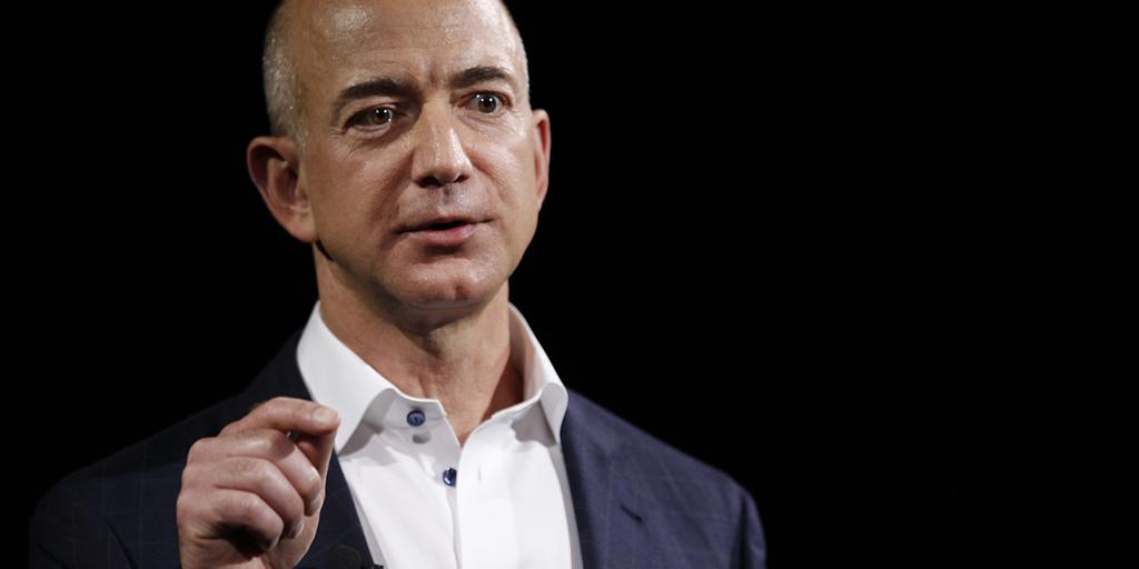 Bezos was donderdagmiddag in totaal goed voor 90,9 miljard dollar.