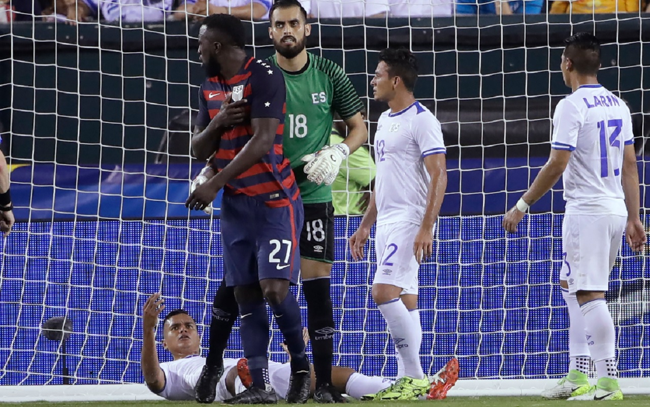 El Salvador's Derby Carrillo (18) holds Unites States' Jozy Altidore (27) as he reacts to an incident with El Salvador's Henry Romero, lying on the ground, during a CONCACAF Gold Cup quarterfinal soccer match in Philadelphia, Wednesday, July 19, 2017.