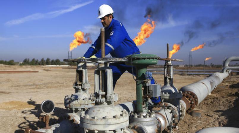 Volgens onderzoek wordt er wereldwijd echter nog altijd meer olie opgepompt dan waar vraag naar is.