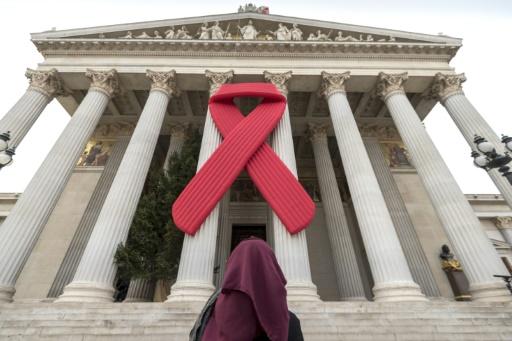 Un million de personnes sont mortes de maladies liées au sida en 2016, soit presque moitié moins que lors du pic de décès atteint en 2005, selon un rapport de l'ONU publié le 20 juillet 2017