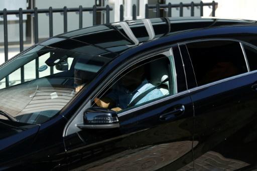 Une voiture aux vitres tintées dépose Cristiano Ronaldo au tribunal de Pozuelo de Alarcon, en banlieue de Madrid, le 31 juillet 2017