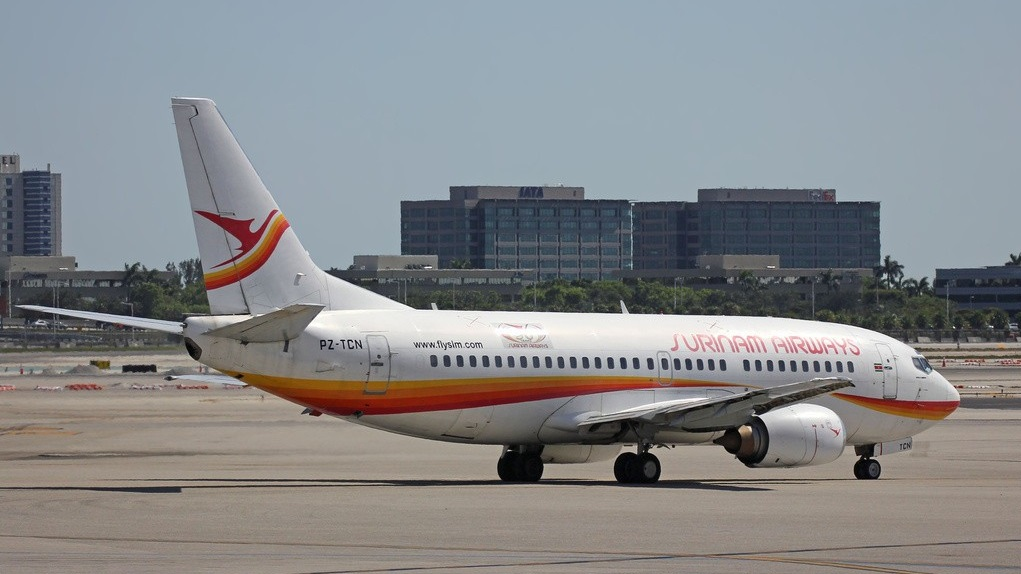 De Boeing 737-300 van Surinam Airways. Air-Britain Photographic Images Collection. Copyright: Kevin Colbran
