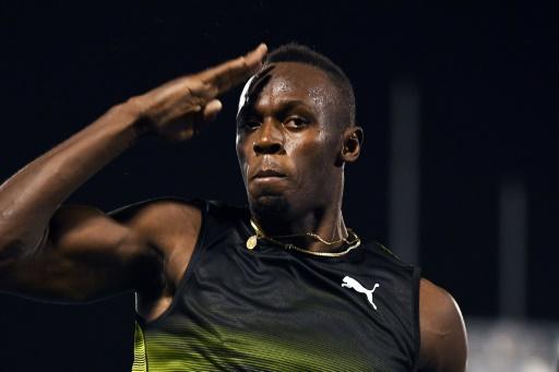 Usain Bolt lors de sa dernière course chez lui à Kingston en Jamaïque, le 10 juin 2017