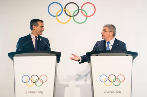 Zowel Garcetti als Macron zei achter het voorstel van het IOC-bestuur te staan om twee Spelen tegelijk toe te wijzen.
