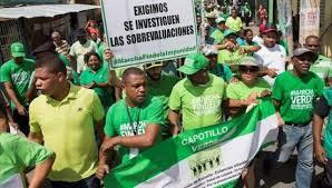 De demonstranten, de meesten jong en in het groen gekleed, kwamen samen in hoofdstad Santo Domingo.