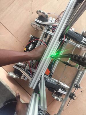 Le protoype de robot conçu par nos écooliers haitiens./Photo: lecollegedecoteplage