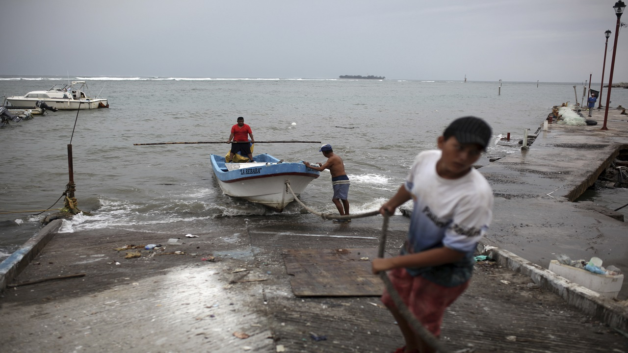 Fishermen drag a boat onto dry land to protect it ahead of the arrival of Tropical Storm Franklin, in the port city of Veracruz, Mexico, Wednesday. (PHOTO: AP)