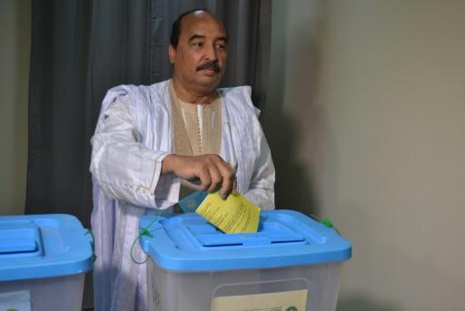 Le president mauritanien Mohamed Ould Abdel Aziz lors de son vote le 5 août 2017 à Nouakchott