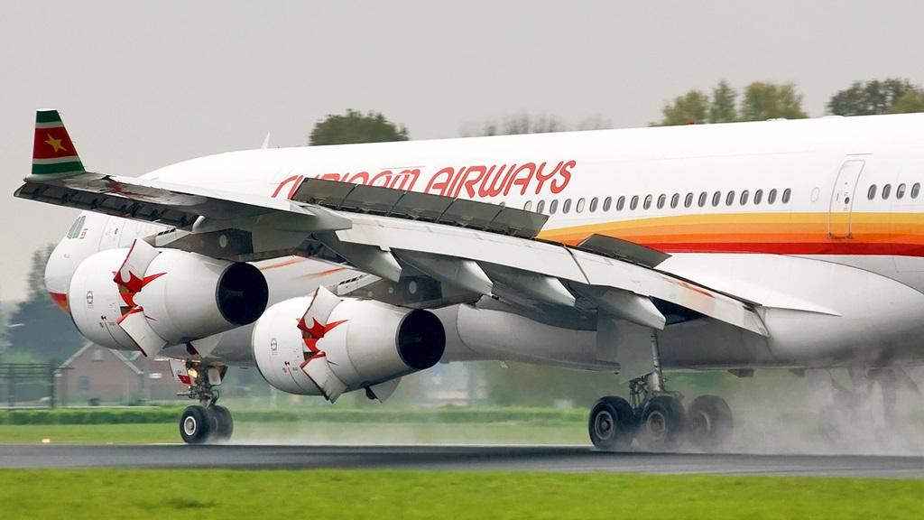 De Airbus A340-313 van Surinam Airways