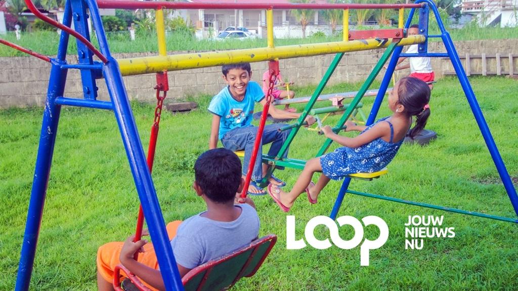 Spelende kinderen. Foto:  Archief Loop Suriname