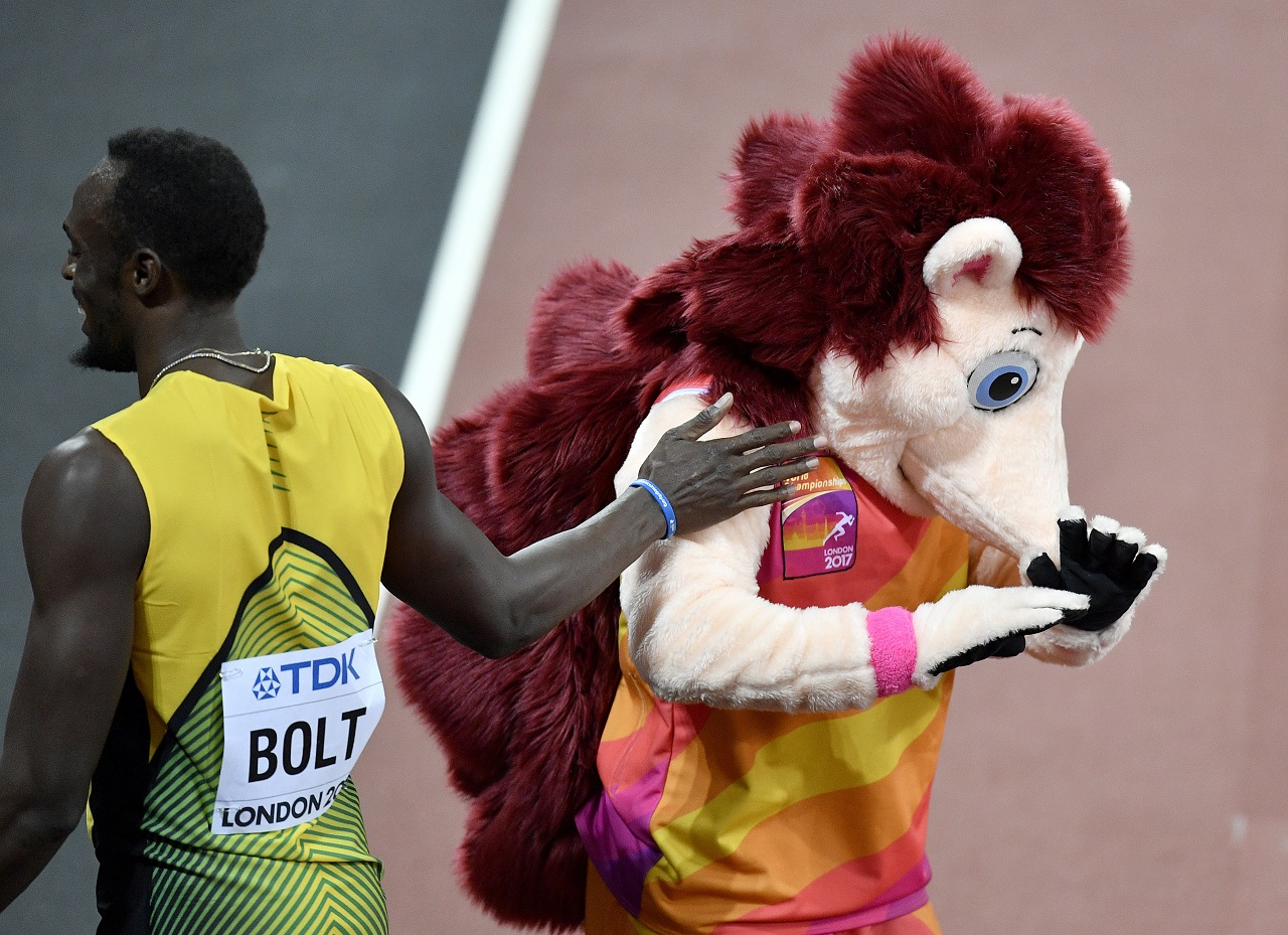 Bowie sprinkles stardust on 100m final