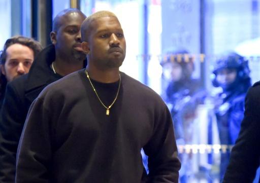 Le chanteur Kanye West arrive à la Trump Tower le 13 décembre 2016 à New York