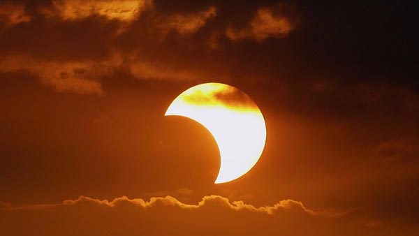 Easy and 'delicious' way to view the solar eclipse