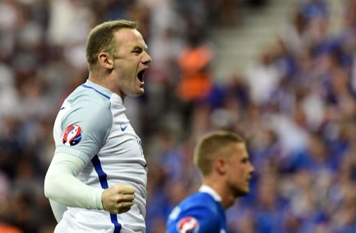 L'attaquant de l'équipe d'Angleterre Wayne Rooney exulte après avoir inscrit un but face à l'Islande, lors de l'Euro-2016, le 27 juin à Nice