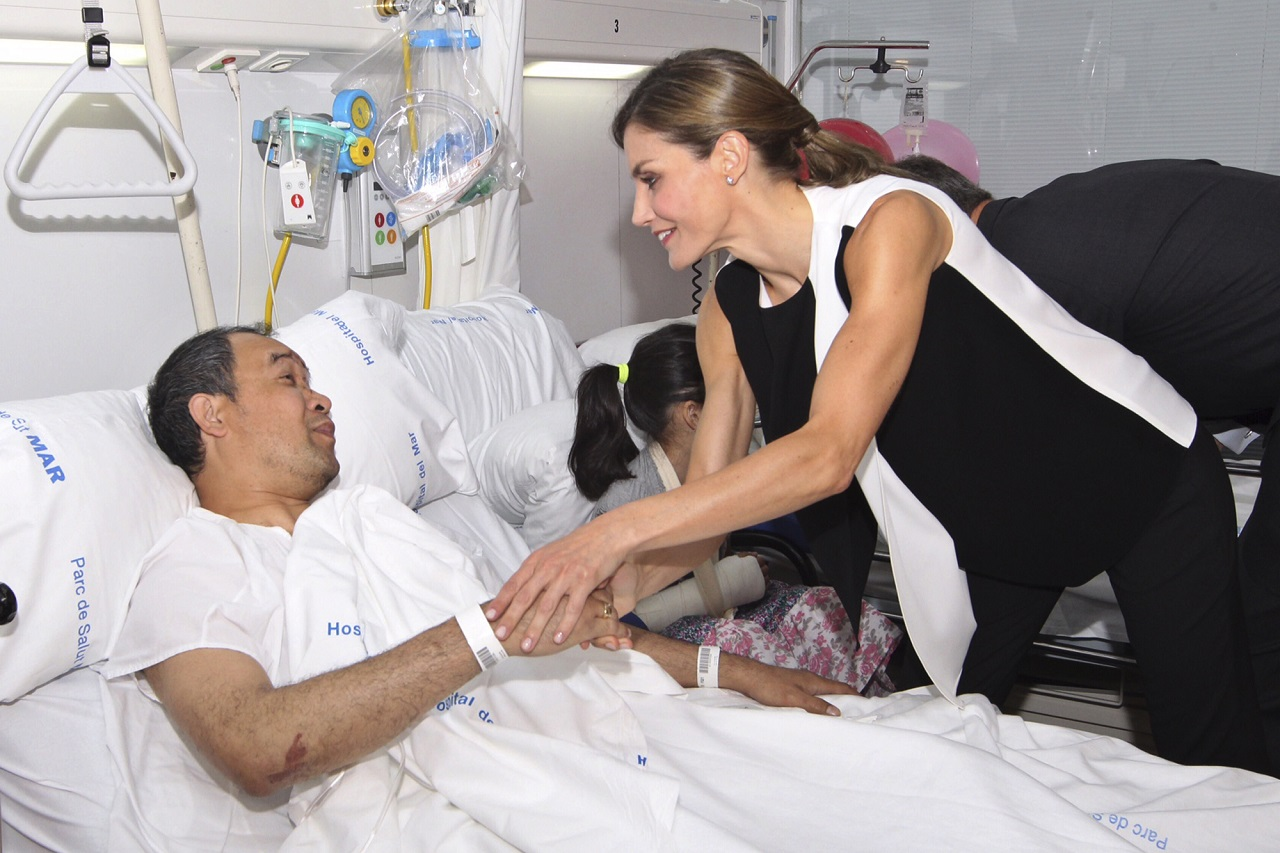 Spain's Princess Letizia speaks with one of the victims of the van attacks at a hospital in Barcelona , Spain, Saturday, Aug. 19, 2017.