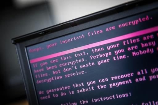 Un message apparaît sur un écran d'ordinateur prévenant l'utilisateur d'une cyberattaque, le 27 juin 2017 à Geldrop, aux Pays-Bas