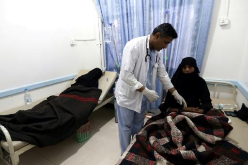 Une yéménite présentant les symptômes du choléra, soignée à Sanaa, le 12 août 2017