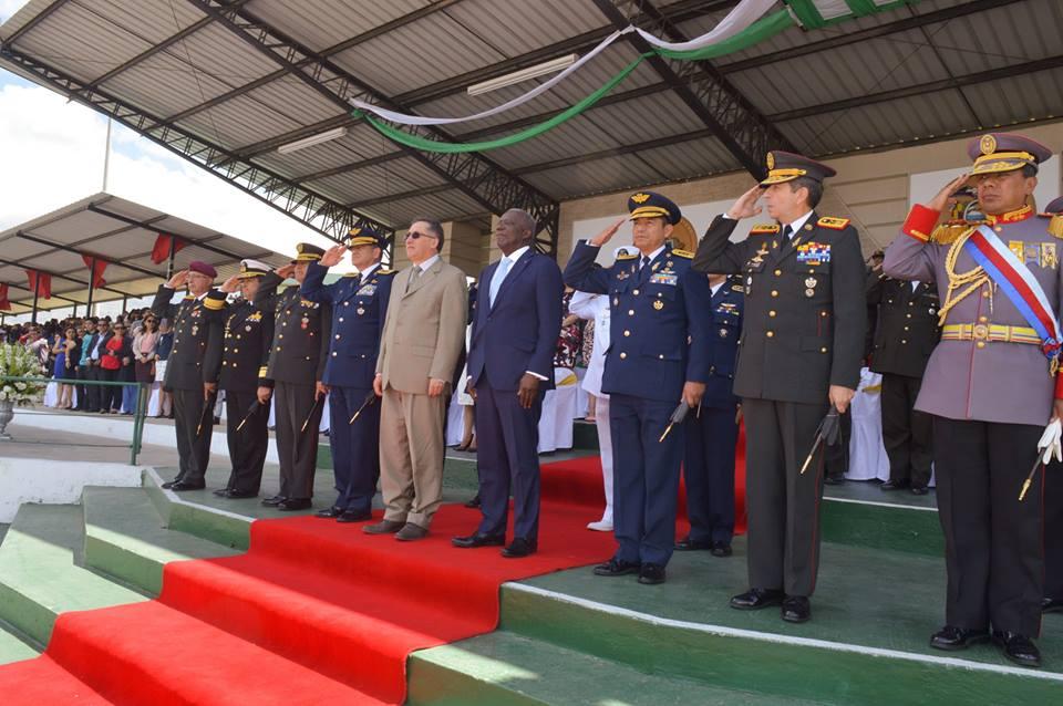 Le ministre de la Défense Hervé Denis lors de la cérémonie de graduation des soldats ingénieurs haïtiens de la classe 2017 de l'Ecole de Formation de Soldats de la Force Terrestre de l'Equateur.