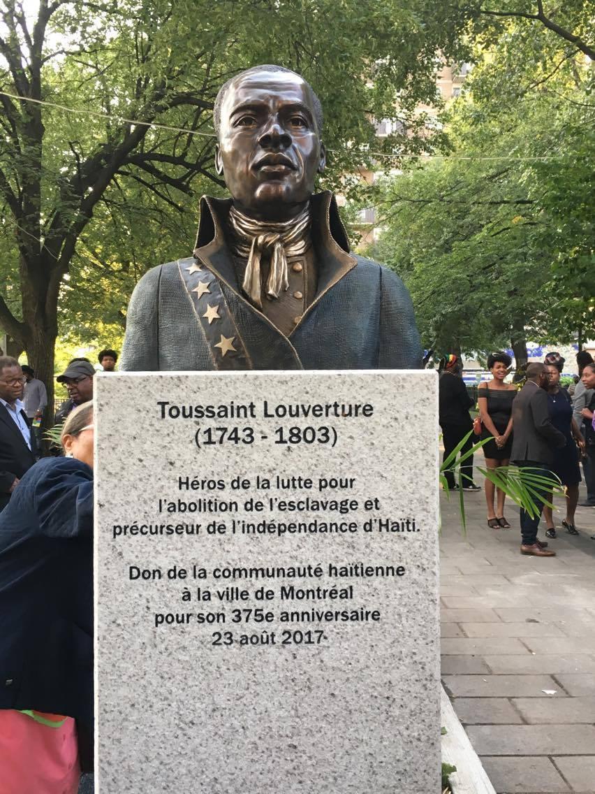 Le buste érigé en l'honneur de Toussaint Louverture et dévoilé hier mercredi 23 août./Photo: Ali Kay Legs Haitien