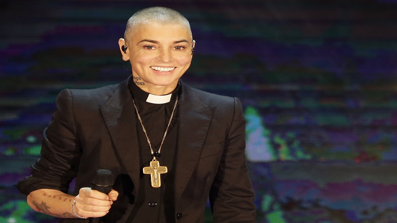 "Irish singer Sinead O'Connor performs during the Italian State RAI TV program ""Che Tempo che Fa"", in Milan, Italy. O'Connor emotionally pleaded for help and opened up about her struggles with mental illness in a rambling Facebook video posted on August 3, 2017. (AP Photo/Antonio Calanni, File)"