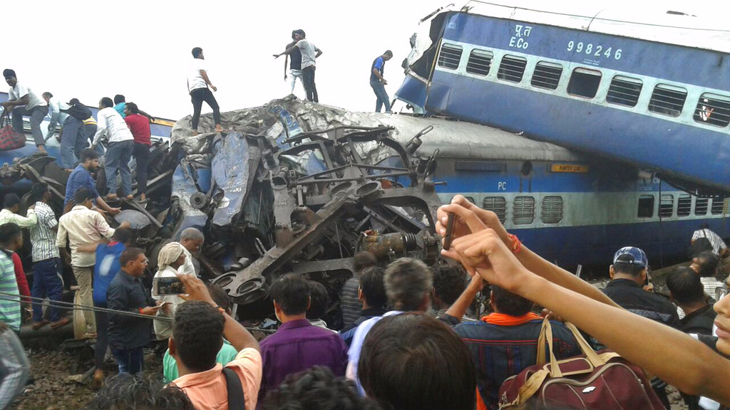 Prabhu announces ex-gratia for train accident victims