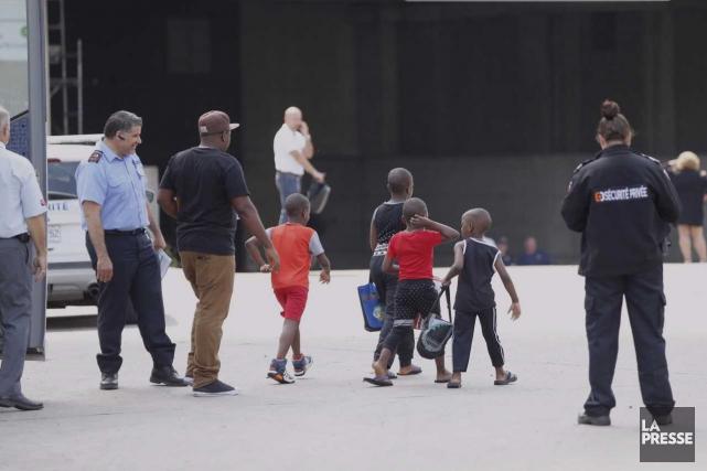 Arrivés d'immigrés haïtiens au stade Olympique de Montréal. /Photo: La Presse.ca