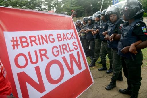 En avril 2014 l'enlèvement à Chibok dans le nord-est du Nigeria de 276 lycéennes par les islamistes de Boko Haram avait déclenché une vague de soutien internationale véhiculée par #BringBackOurGirls.