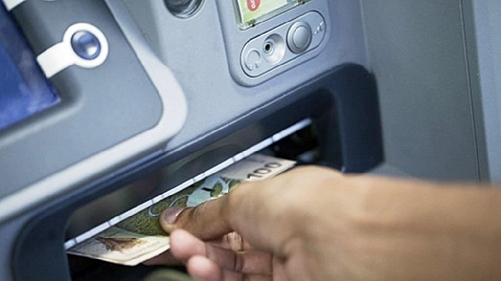 Pinnen bij de Surinaamsche Bank is uitgebreid. Foto: DSB