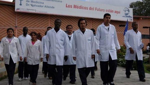 Quelque 58 étudiants en médecine de la IV Cohorte de Médecins Haïtiens ont obtenu leur diplôme mardi après plusieurs années d'études à l'École Latino-américaine de Médecine  (ELAM)  à Venezuela./Photo: MPPRE