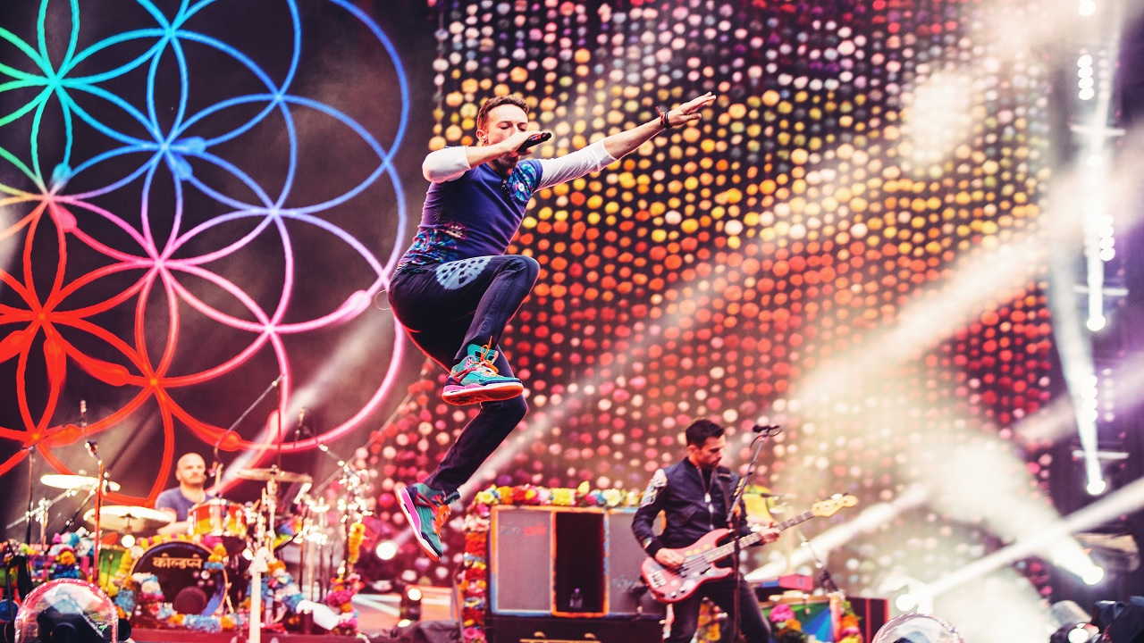 Through Samsung Gear VR, Coldplay fans are transported to the best seats in the house to experience the band's electrifying performance from a totally new and immersive perspective. (Photo: Business Wire)