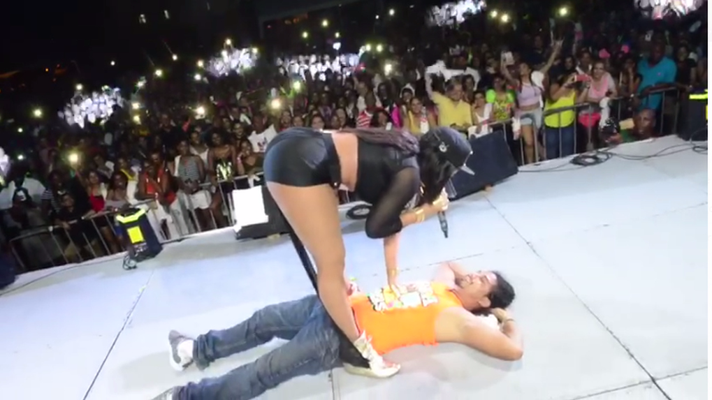 Destra Garcia was sued by Belize fan Fernando Oliva for injuries he sustained during this 2015 performance