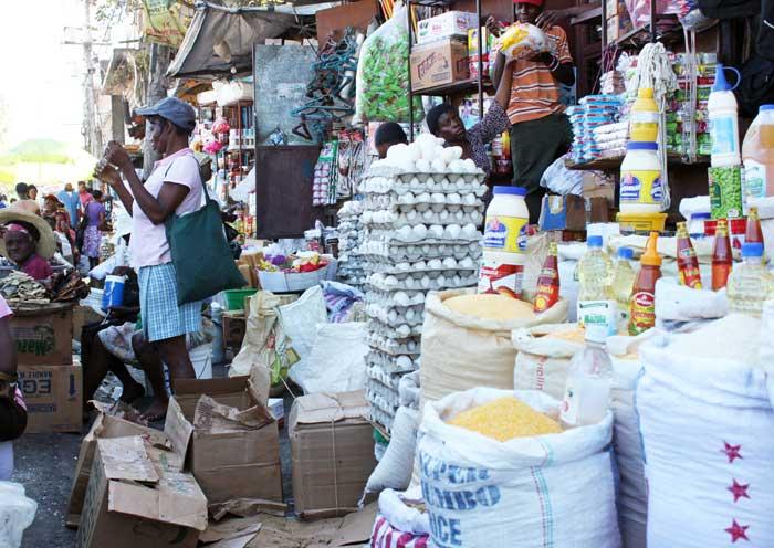 Produits dominicains en vente au marché de Pétion-ville. (Crédit Photo: Jude Stanley Roy/AKJ)