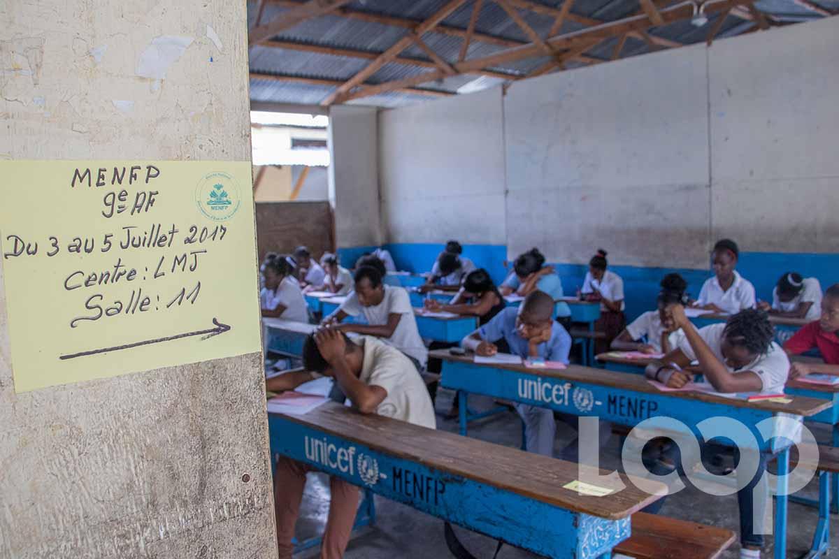 Des élèves en pleine concentration aux examens de 9e année . Crédit photo: Vladjimir Legagneur.