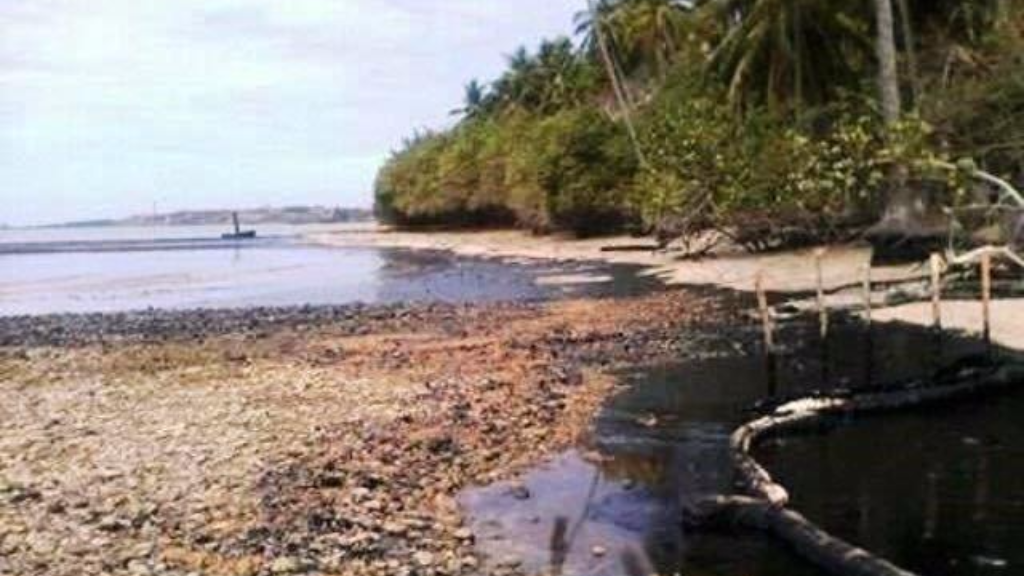 April 23 Petrotrin Oil Spill reaches Venezuela.