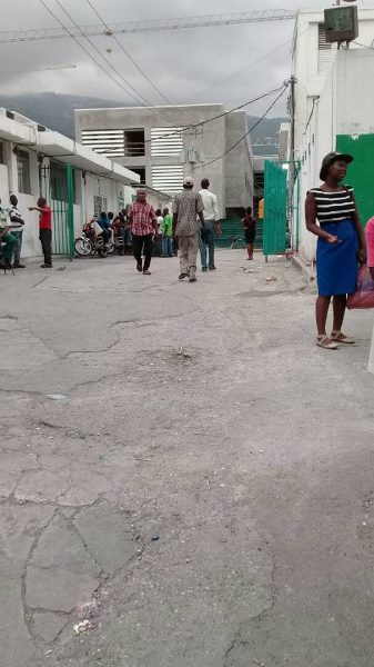 L'entrée de l'Hopital de l'Université d'Etat d'Haiti, appelé Hopital Général./Photo: Rosny Ladouceur